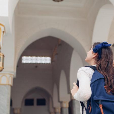 Jugendliche in Moschee