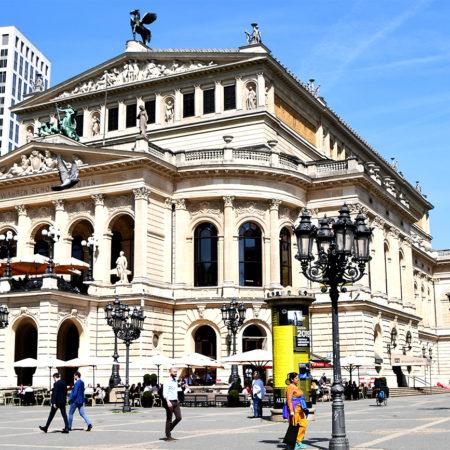 Frontalansicht der Alten Oper in Frankfurt
