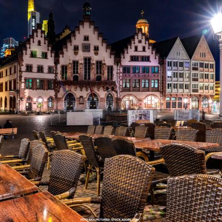 Frankfurter Römerplatz nachts
